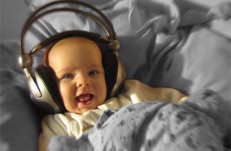 Включай ребенку разную музыку