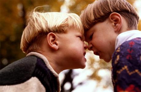 Дети не просят их рассудить, а начинают драться