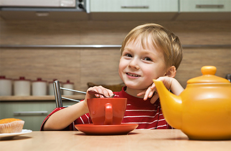 Горячий чай для ребенка