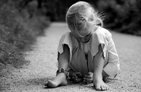 Это недостаток ласки, любви и внимания в детстве