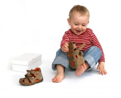 Малыш в босоножках