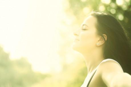 Женщина-солнцеед