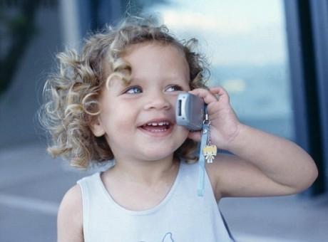 Мобильный телефон для ребенка вреден
