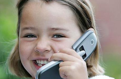 Нужен ли дошкольнику мобильный телефон