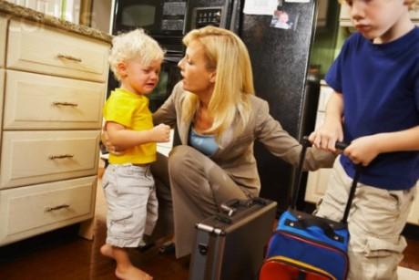 Сын держится за мамину юбку