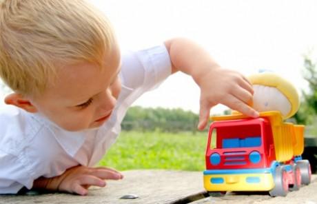 Малыш во время игры