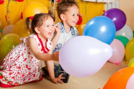Как организовать детей на взрослом празднике