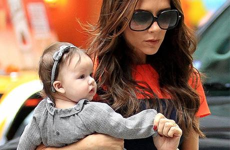 Виктория и малышка