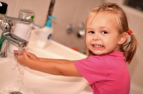 Приучить мыть руки ребенка