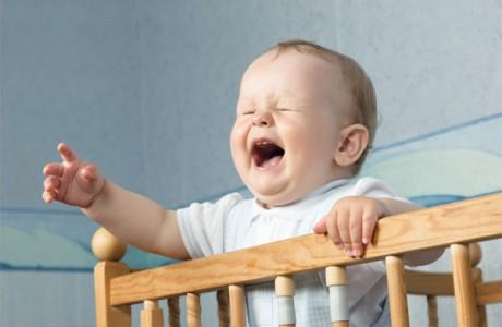 Крик малыша о внимании