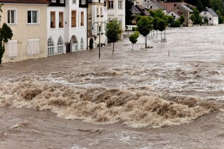 Потоки воды могут затопить участки земли