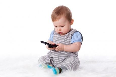 Мобильный и ребенок не совместимы