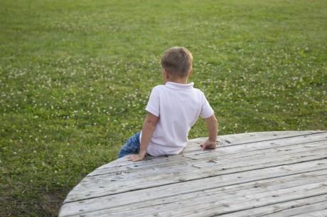 Отдаление ребенка от его ровесников и близких людей