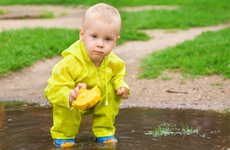 Малышам необходимо играть в грязи
