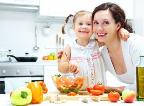 Овощи и фрукты - здоровая еда для ребенка
