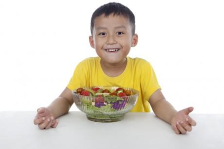 Дети, фрукты и овощи