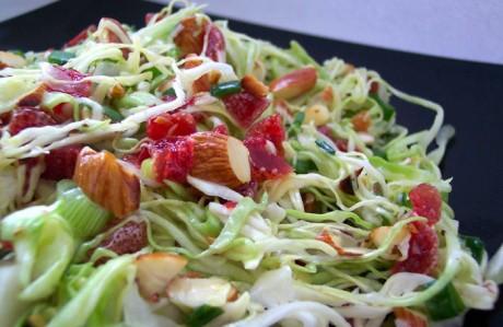 Смешивай фрукты и овощи в салатах