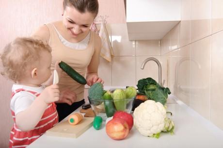 Попроси ребенка помочь в приготовлении