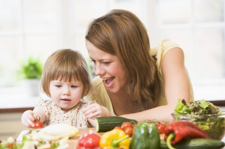 Украинские диетологи не советуют кормить детей тепличными овощами