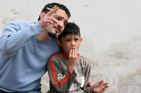 Курение родителей грозит проблемами с мочевым пузырем у деток
