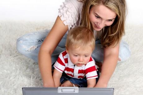 Малыш усиливает интернет–зависимость мамы