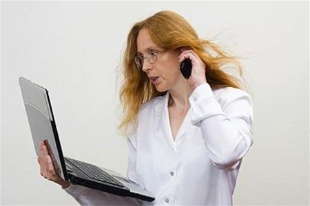Женщина подала из-за общения в Facebook