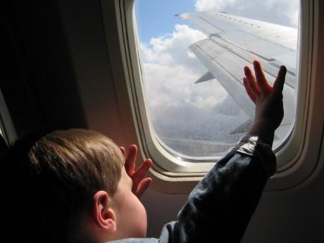 Истерика ребенка в самолете