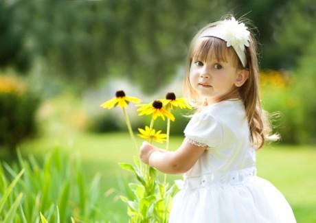 Ребенок интересуется миром вокруг