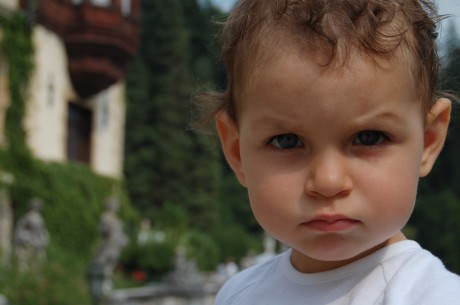 Инфантильное поведение ребенка пугает родителей