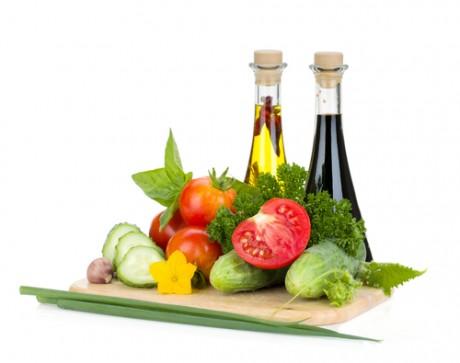 При гипотиреозе, в первую очередь, снижают калорийность пищи