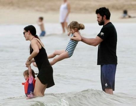 Бен Аффлек и Дженифер Гарнер с детьми - выбирают Гаваи